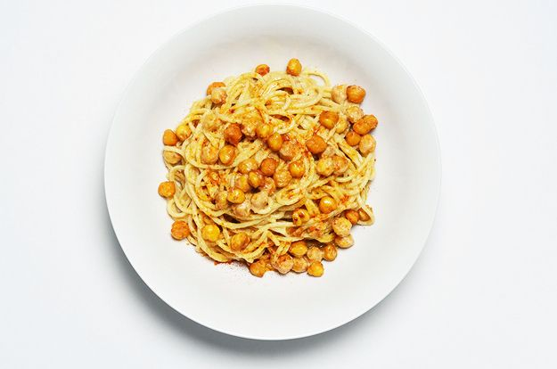 How To Make Spaghetti With Chickpeas In Lemon Tahini Sauce