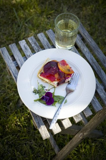 my photo journal: herbed goat cheese tart with roasted beets