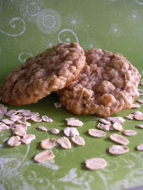 The Busty Baker: Maple Cinnamon Oatmeal Cookies