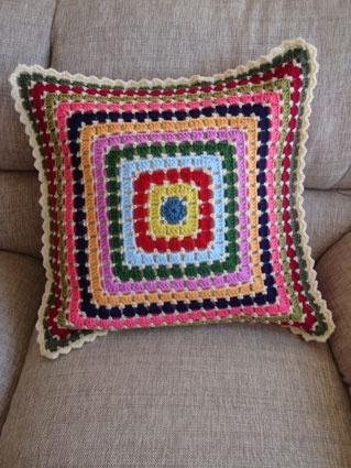 Moasic cushion from @sucrette