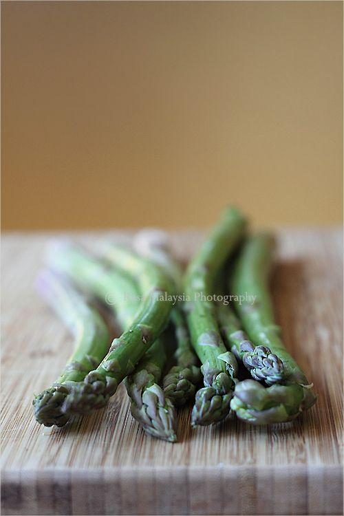 Sambal Asparagus Recipe. omg im going to make this.