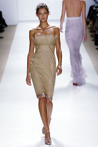"""Bianca Balti on runway #fashion #runway #fashionweek"" love this dress for bridesmaids"