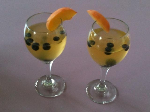 Peachy Keen Spritzer :) Splash of Minute Maid 15 calorie Peach Juice ...