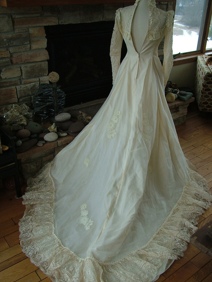Wedding dress 1970s vintage bridal gown 70s does victorian for Victorian lace wedding dress