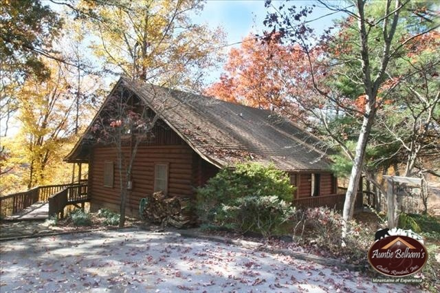 Pin by auntie belhams on smoky mountain lodging pinterest for Gatlinburg cabins for couples