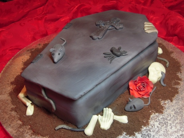 Pin halloween coffin cake cake on pinterest for Coffin cake template
