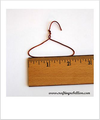 instructions on making a small wire hanger for cards