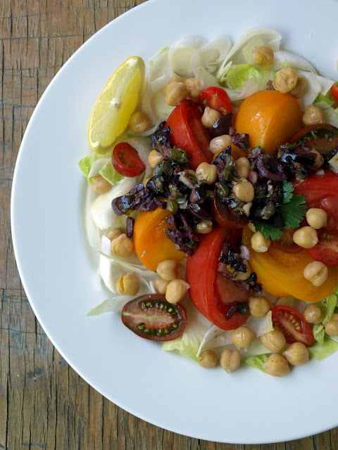 THE SIMPLE VEGANISTA: Heirloom Tomato and Endive Salad + Bagna Cauda