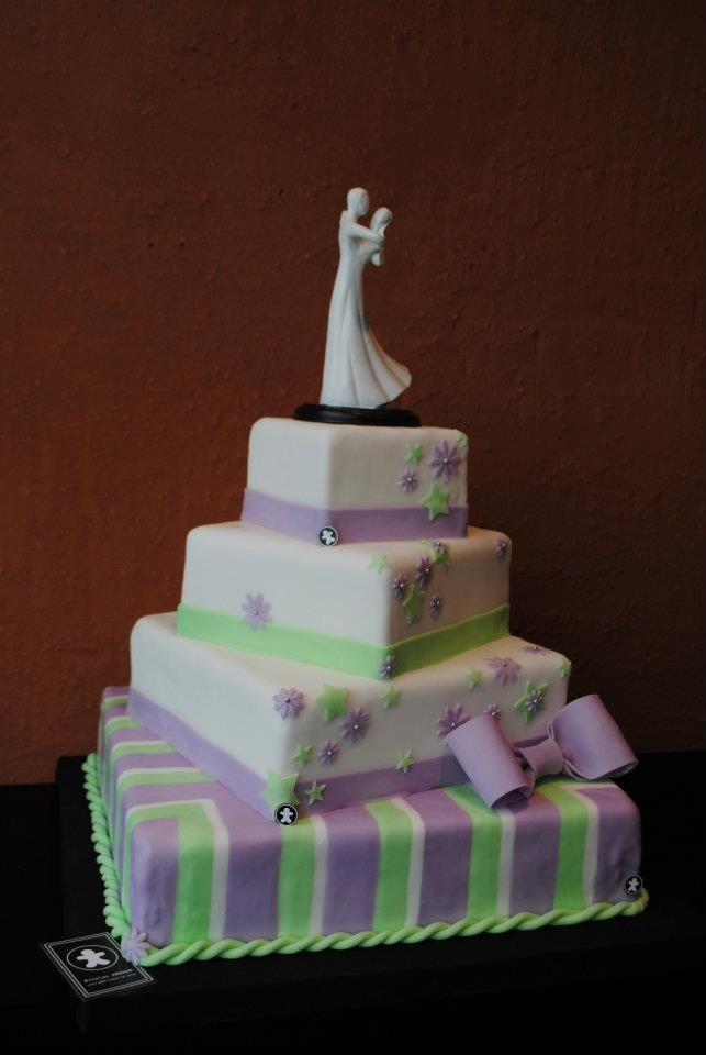 ... 1050 Bruxelles. Il fait de vrais gâteaux de mariage à laméricaine