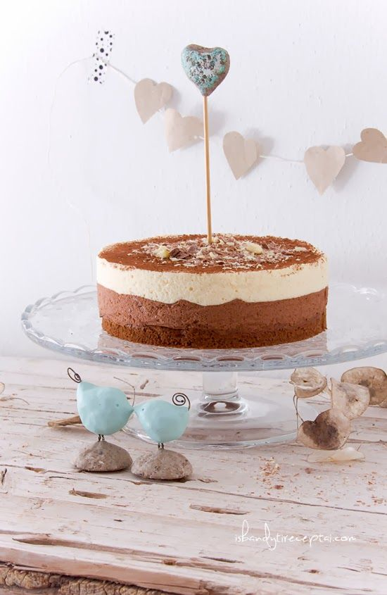 Dark and white chocolate mousse cake | Food and styling | Pinterest