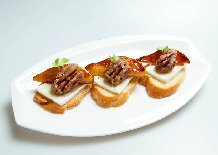 Gorgonzola Butter Crostini with Brie, Honey Roasted Pears and Candied ...