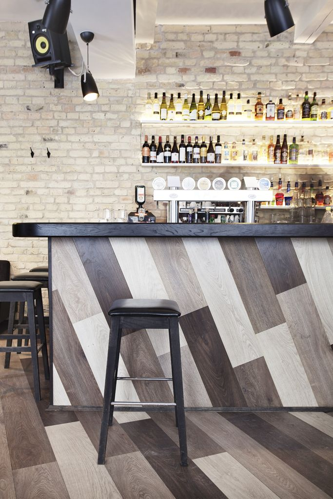 Restaurant wood counter design