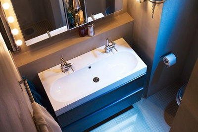 double faucet, single basin