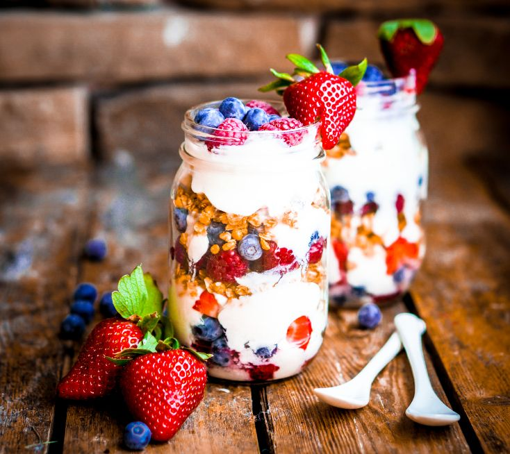 Healthy Triple Berry Parfait | Lose Baby Weight | Pinterest