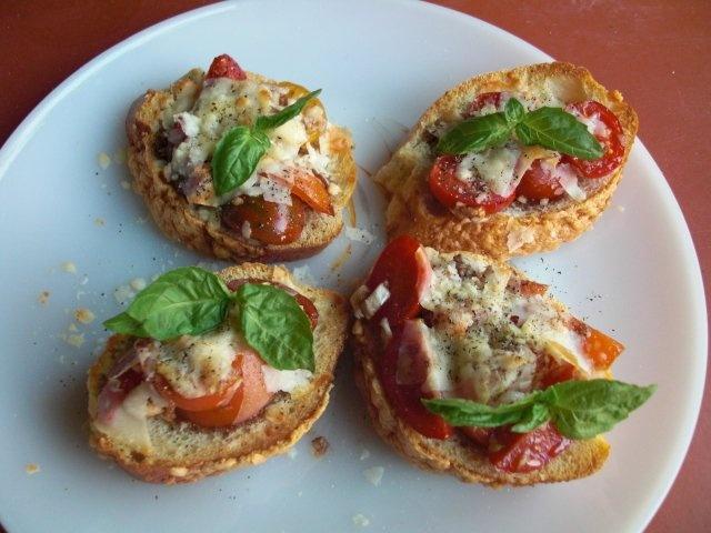 Double Tomato bruschetta | Entertaining | Pinterest
