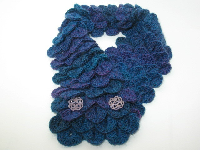 Crochet Stitches For Neck Warmers : Crocheted Crocodile Stitch Neck Warmer Crochet Pinterest