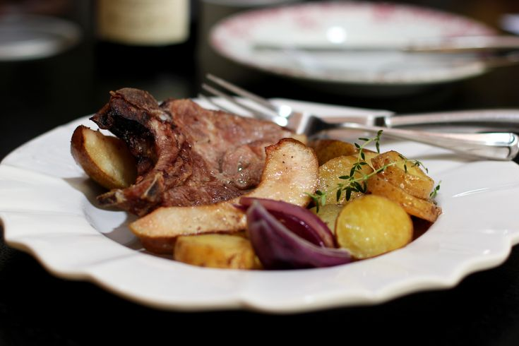 ... spare rib chops with pears, potatoes, onions and Roquefort butter