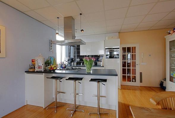Moderne keuken met riant kookeiland car interior design - Zwembad met kookeiland ...