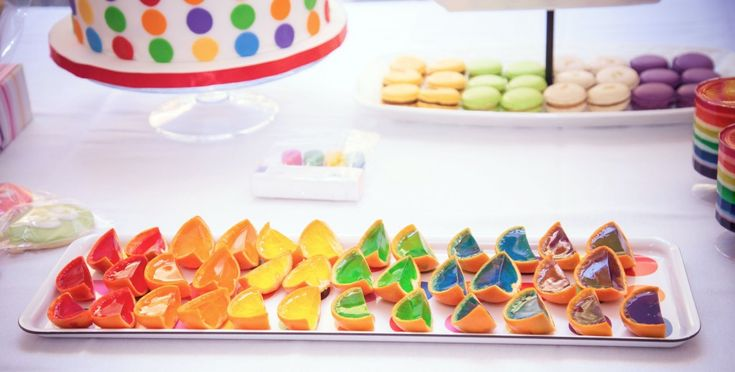 These jello orange slice treats are the perfect party food for this rainbow party!