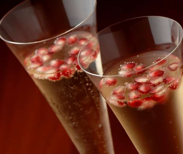 Pomegranate champagne punch | Sutaffu | Pinterest