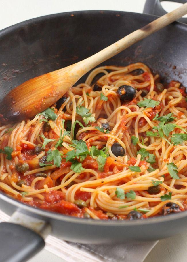 Spaghetti alla puttanesca (vegan!) / amuse-your-bouche.com