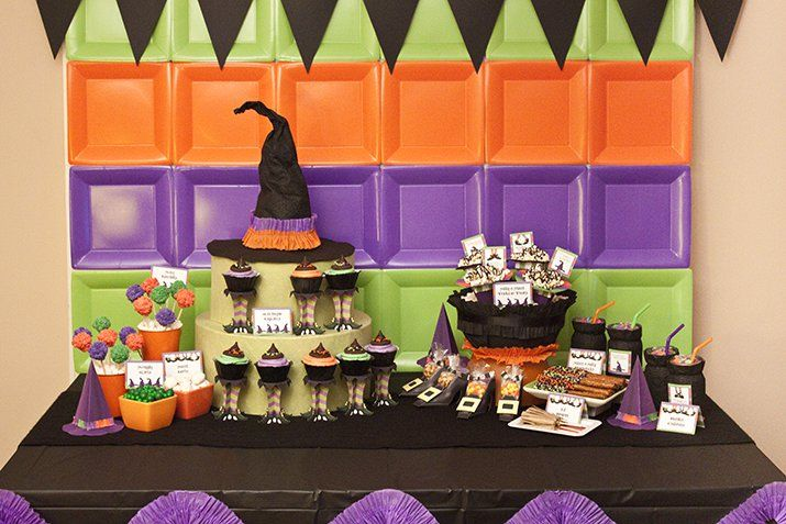 Lil' Witches Halloween Party :: Piggy Bank Parties {featured on Pretty My Party} Created stripes to mimic witch's socks! #paperplatebackdrop