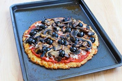 Cauliflower-Crust Vegetarian Pizza with Mushrooms and Olives (Low-car ...