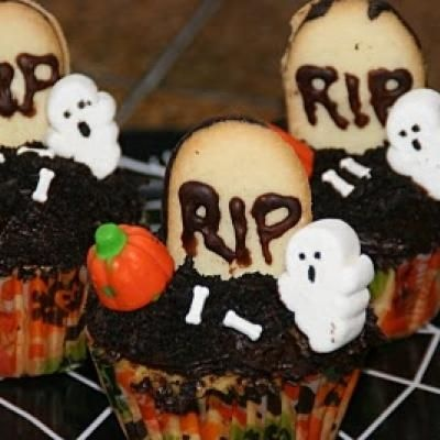 graveyard cupcakes I like the ghost and bones they added on this one