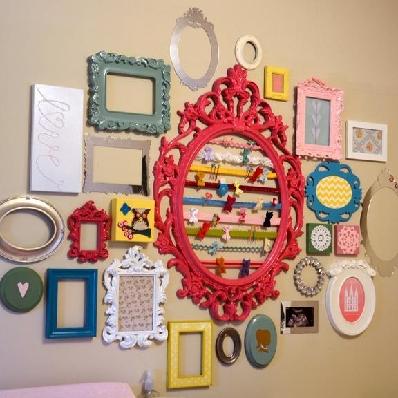 Como decorar parede do quarto das crianças com molduras