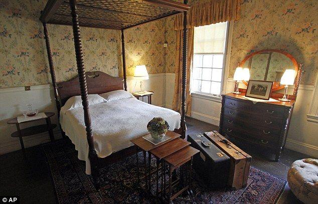 Inside The House That Abraham Lincoln S Son Built Robert