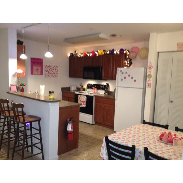 Girly kitchen college daze pinterest for Cute kitchen ideas for apartments