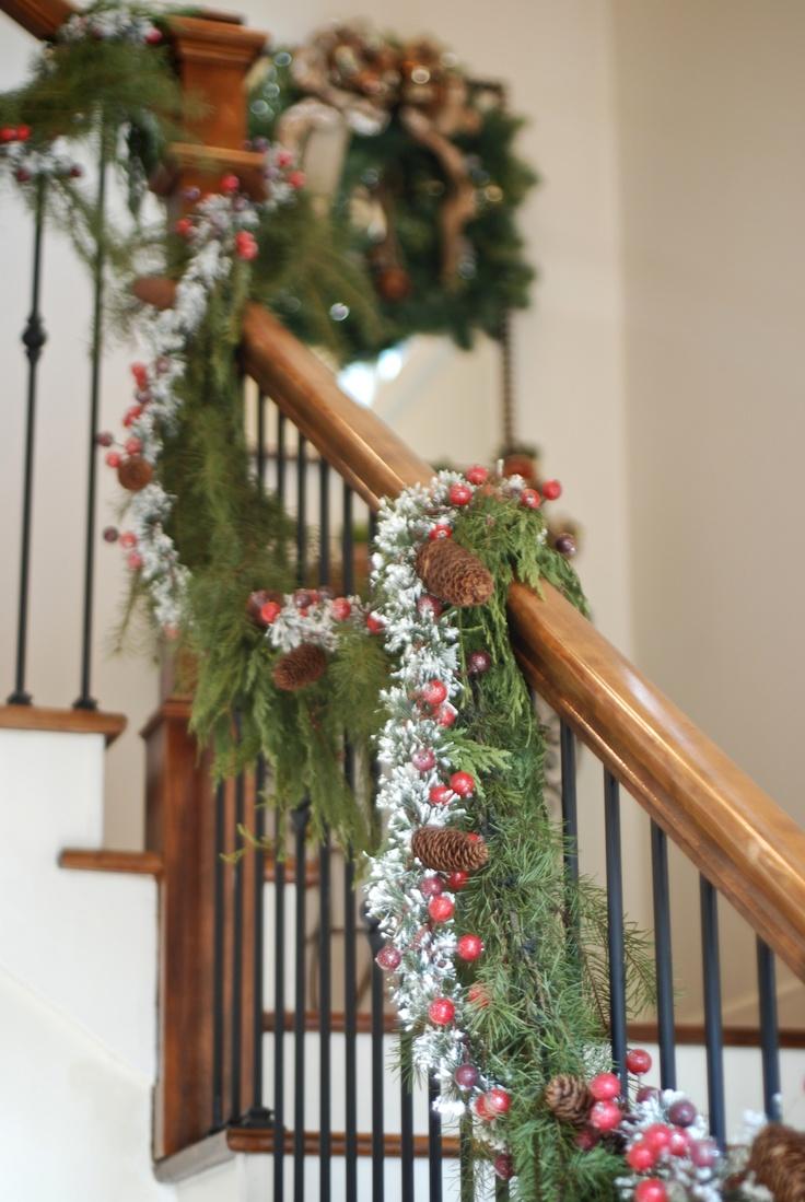 Ideas para decorar la escalera en navidad decorar tu - Decorar pared escalera ...