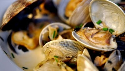steamed clams in herbed wine sauce 2 dozen littleneck clams, in the ...