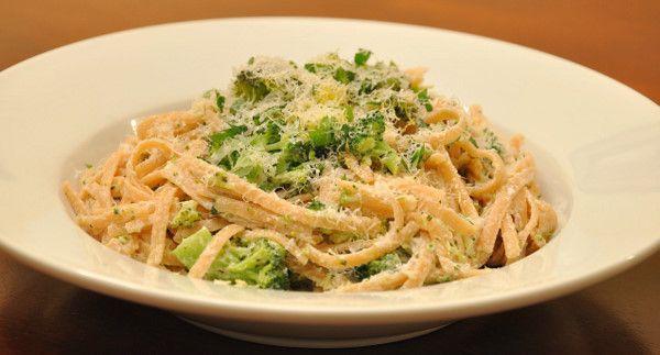 pasta with goat cheese, broccoli and oregano