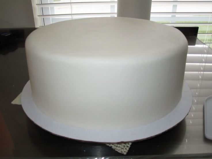Buttercream Icing - smoothed to look like Fondant