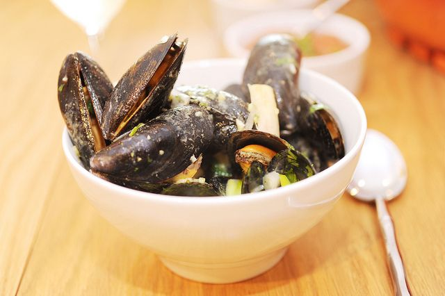 Ridiculously easy Green Coconut Curry with Mussels (w/ added fresh ...