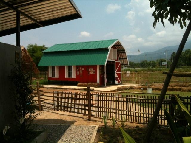 Backyard Goat Barn httpwwwpinterestcompin261419953341067098