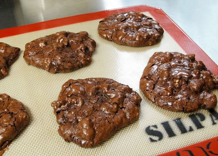 Cooking Weekends: Flourless Chocolate Chip Cookies with Pecans. ☀CQ ...
