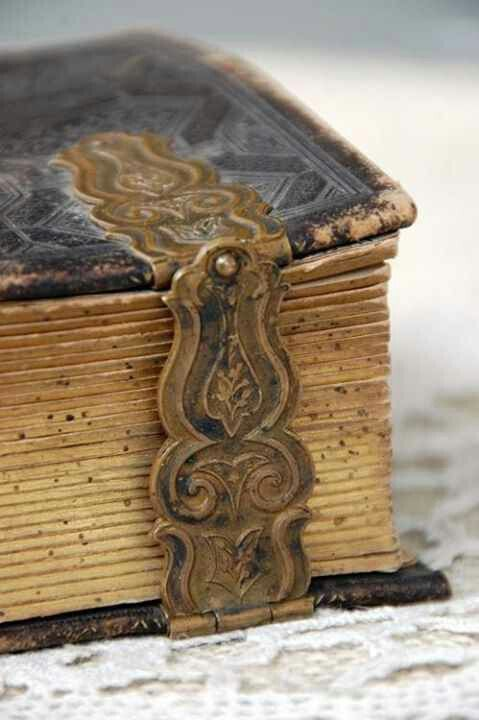 Vintage Book~Beautiful clasp. Doesn't that clasp just want to make you open it...