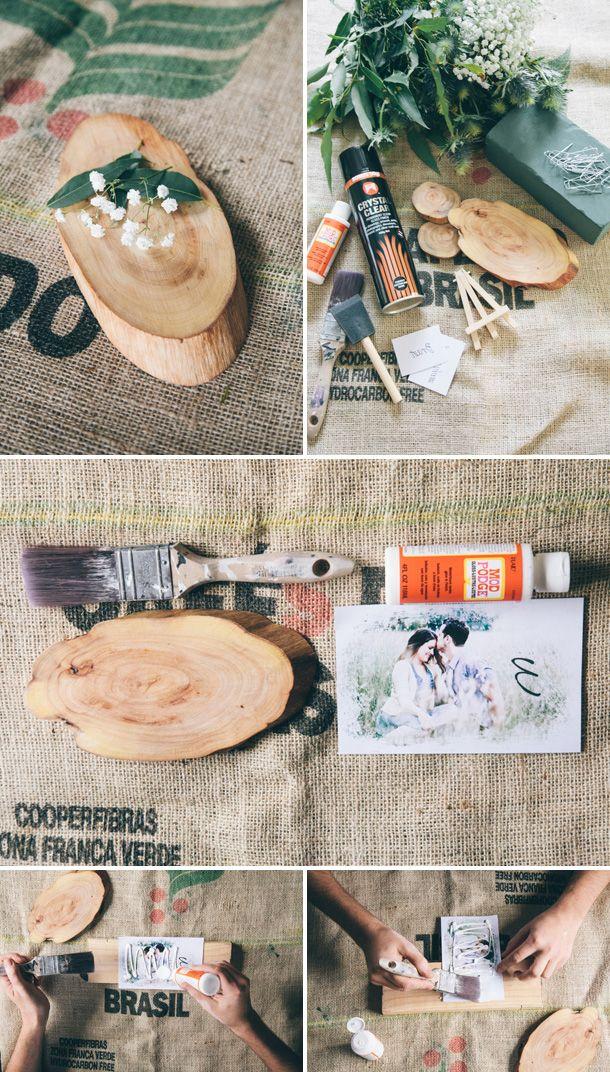 ... : Rustikales Centerpiece-DIY mit bedruckter Tischnummer aus Holz