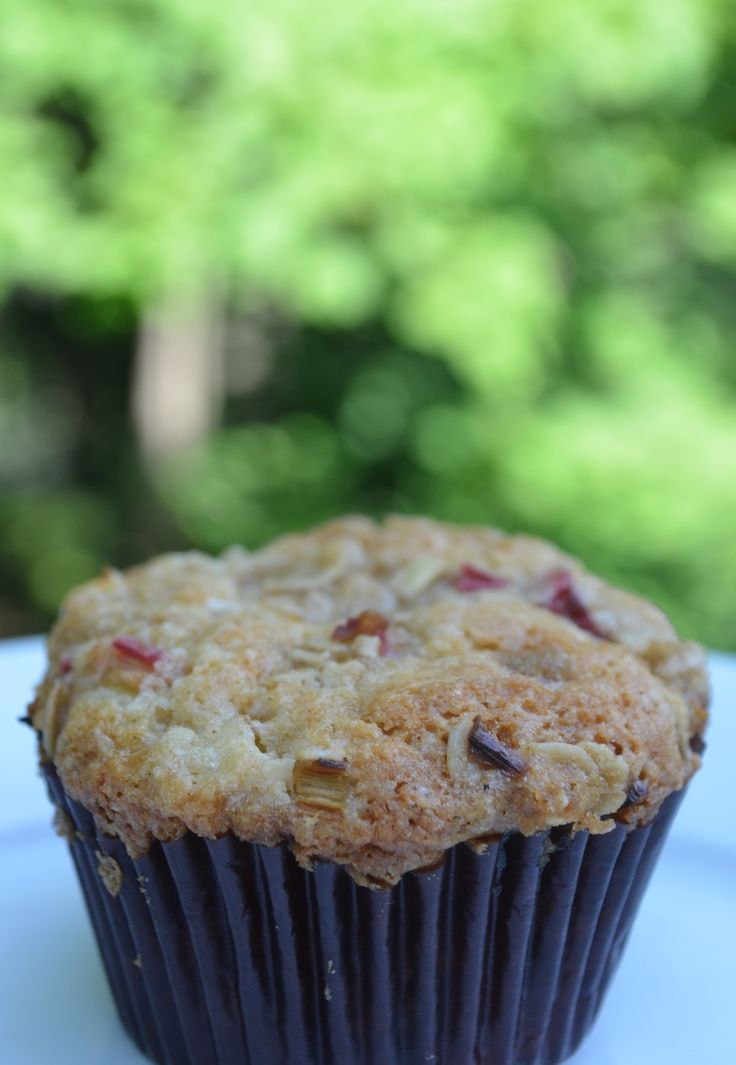 {Gluten-Free} Rhubarb Muffin with Oat Crumble