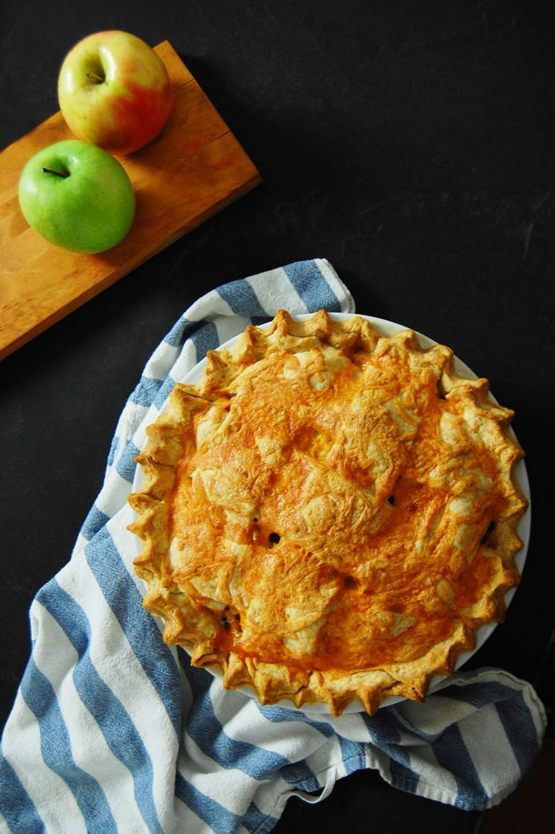 Cheddar Apple Pie...See I'm not the only one who likes cheese on apple ...