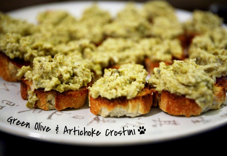 Green Olive & Artichoke Crostini | There goes the DIET! | Pinterest