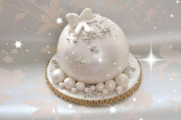 Le Beau Cake Christmas bauble cake Cakes! Pinterest