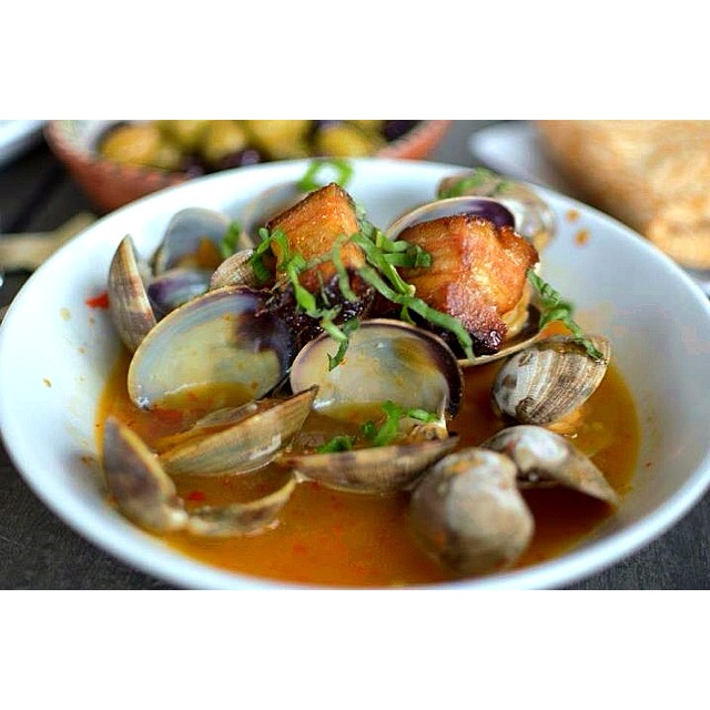 Clams with pork belly Auberge de Soleil