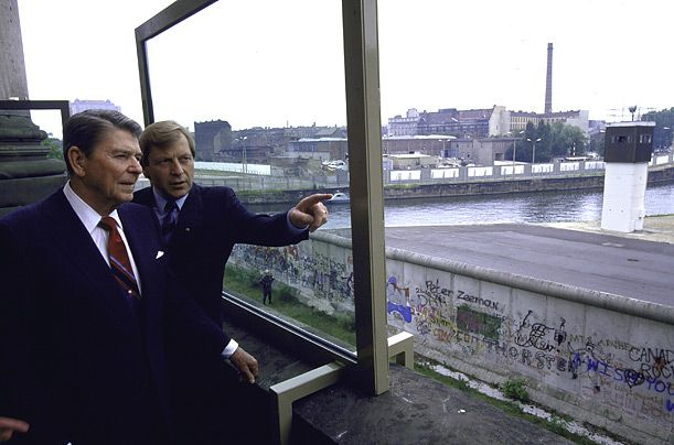 berlin wall essay papers
