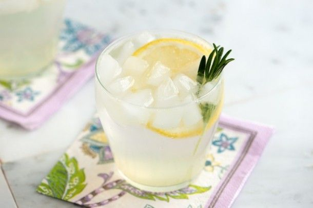 ... to make some savory cocktails! Try this ROSEMARY LEMON SPRITZER