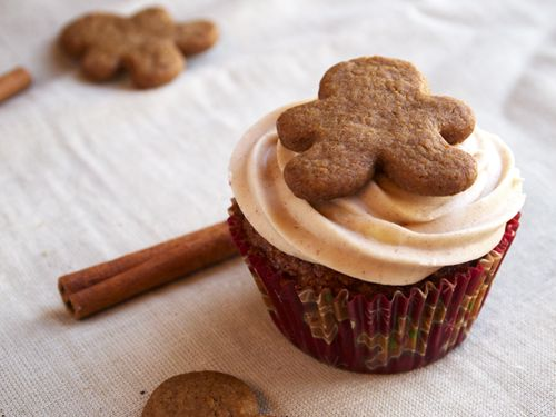 These Gingerbread Cupcakes with Cinnamon Cream Cheese Icing are ...