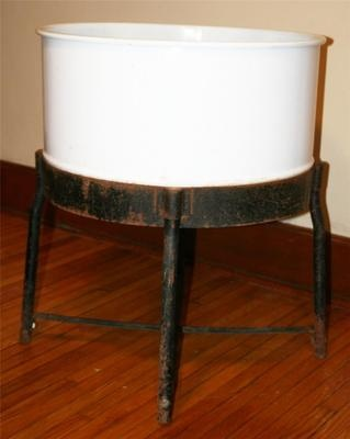 Wash Tub With Stand : Vtg Enamel Wash Tub Stand Metal Galvanized Porcelain Basin Leg Planter ...