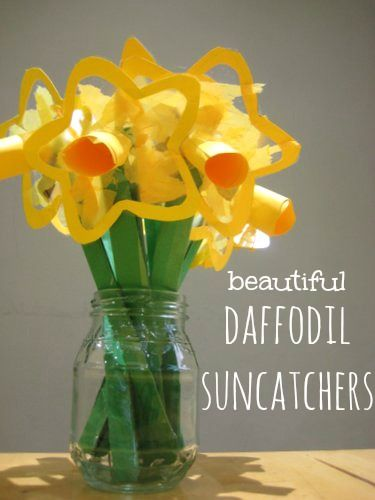 Daffodil suncatchers. Make for St David's Day then send home as a Mother's Day gift.    from http://www.baby.co.uk/life_and_home/20130216spring-craft-for-toddlers-daffodil-suncatchers/